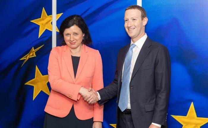 Europa regula cómo será Internet de las próximas décadas: jornada informativa sobre la nueva Directiva de Servicios Digitales (DSA)
